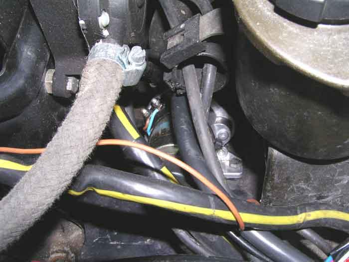 Выключатель массы основной батареи.
